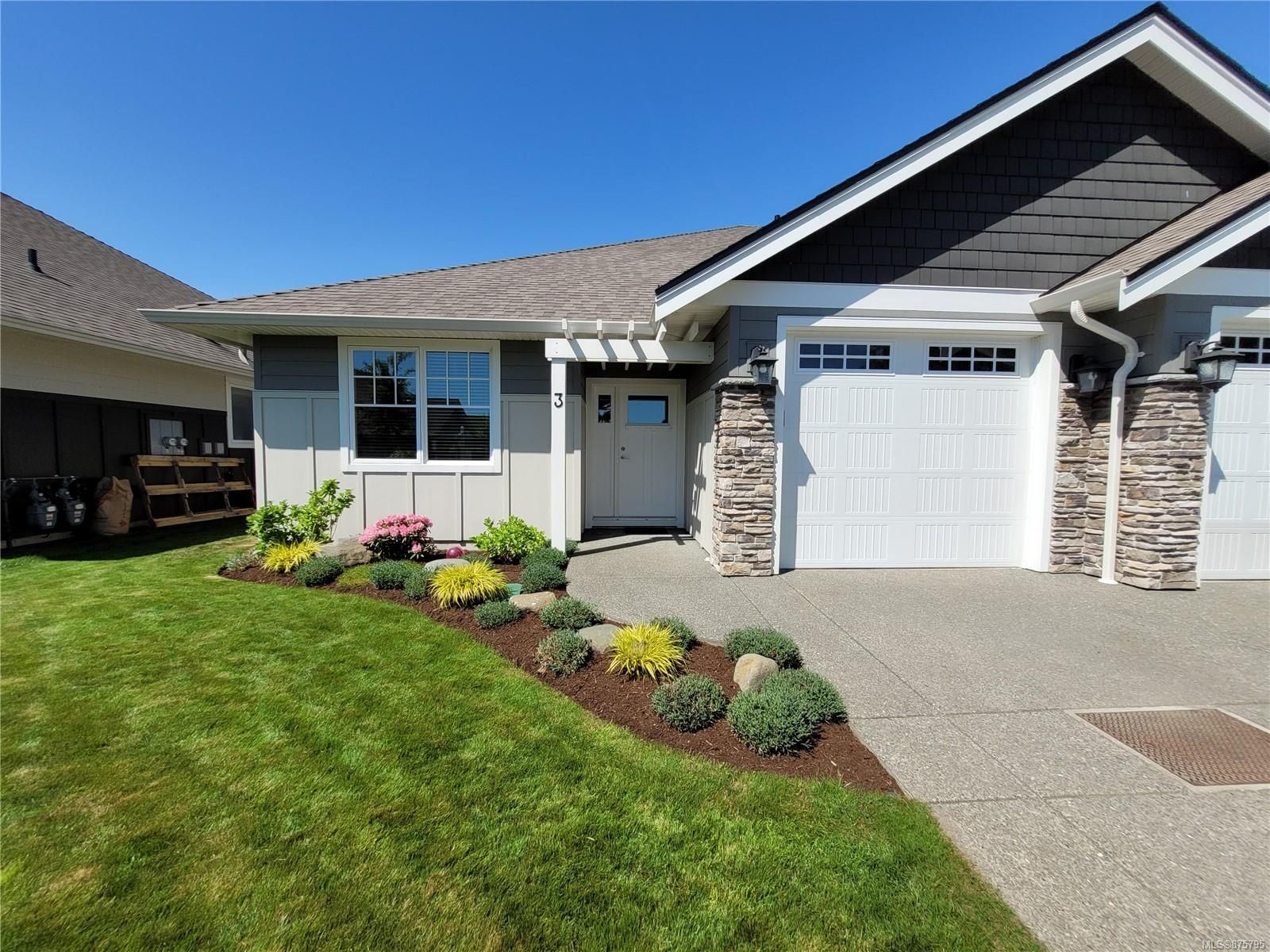 Main Photo: 3 2991 North Beach Dr in : CR Campbell River North Row/Townhouse for sale (Campbell River)  : MLS®# 875795