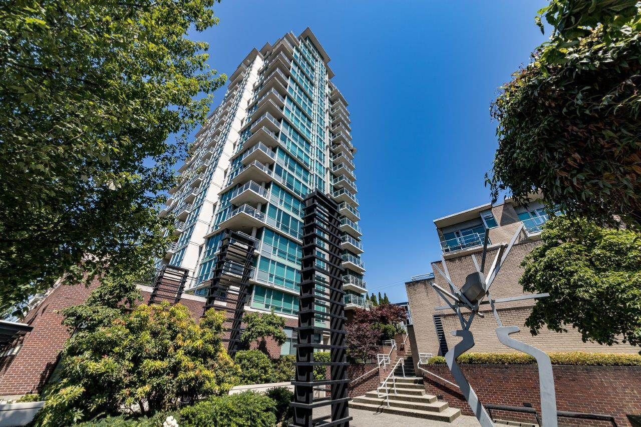 """Main Photo: 1107 138 E ESPLANADE in North Vancouver: Lower Lonsdale Condo for sale in """"PREMIERE AT THE PIER"""" : MLS®# R2602280"""