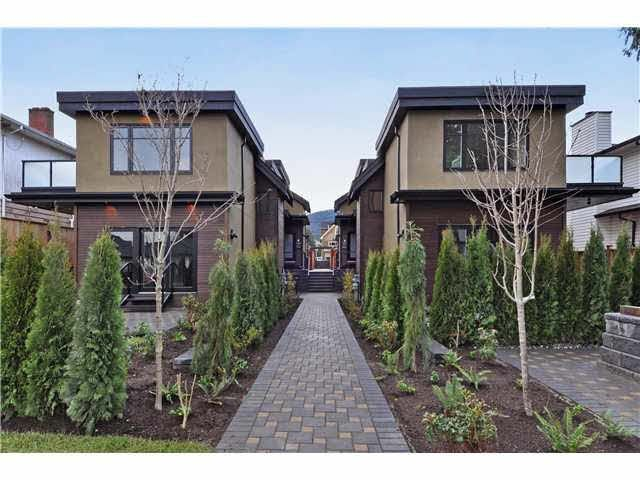 Main Photo: 2 236 E 18TH Street in North Vancouver: Central Lonsdale 1/2 Duplex for sale : MLS®# R2423163