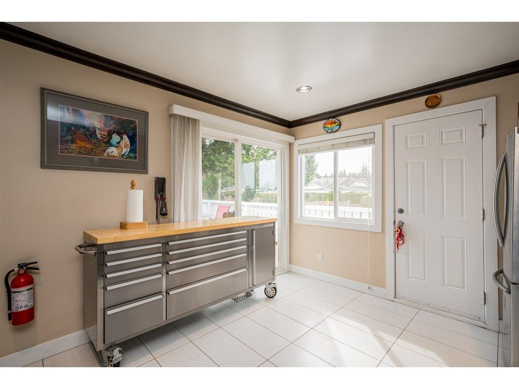 Photo 10: Photos: 20305 50 AVENUE in Langley: Langley City House for sale : MLS®# R2561802