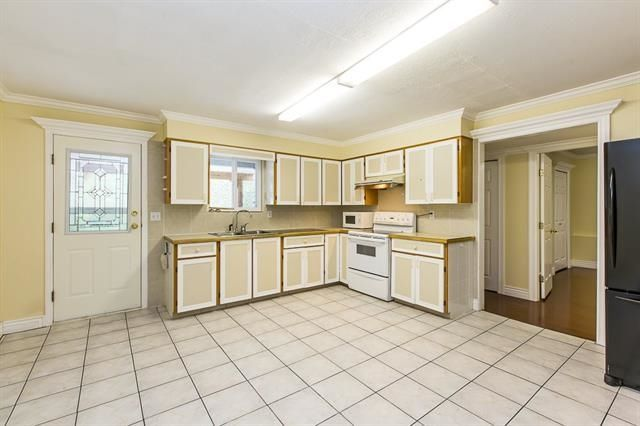 Photo 11: Photos: 14322 70A Avenue in Surrey: East Newton House for sale : MLS®# R2232090