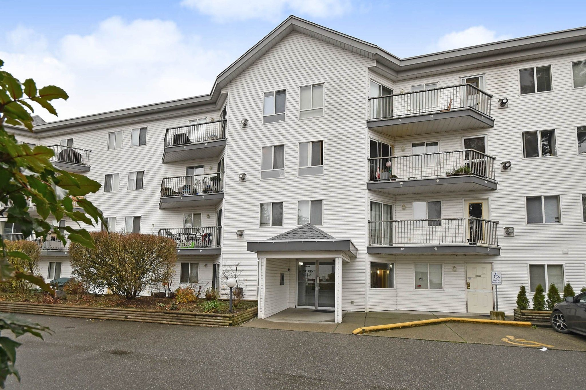 """Main Photo: 311 31831 PEARDONVILLE Road in Abbotsford: Abbotsford West Condo for sale in """"West Point Villa"""" : MLS®# R2564041"""