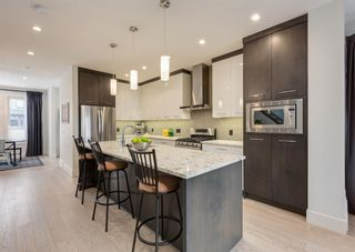 Photo 8: 531 53 Avenue SW in Calgary: Windsor Park Semi Detached for sale : MLS®# A1084315