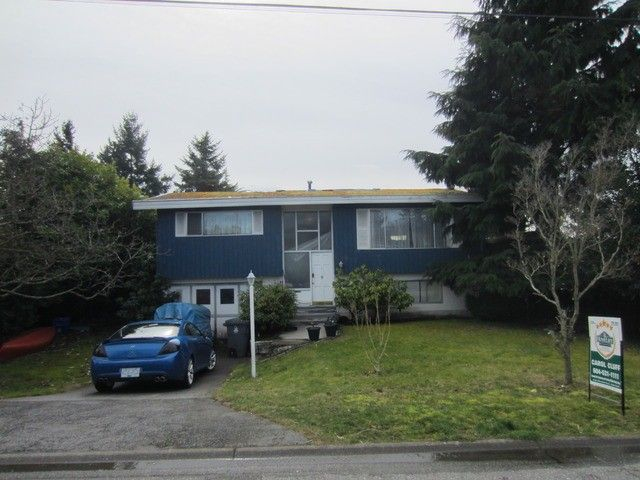 """Main Photo: 14426 17 Avenue in Surrey: Sunnyside Park Surrey House for sale in """"The Glens"""" (South Surrey White Rock)  : MLS®# F1405539"""