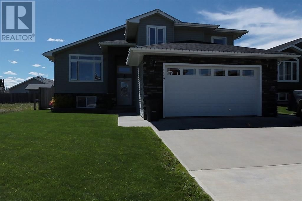 Main Photo: 1117 9 ave  SE in Slave Lake: House for sale : MLS®# A1119439