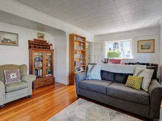 Photo 3: 1104 Glenora Pl in : SE Maplewood House for sale (Saanich East)  : MLS®# 882585