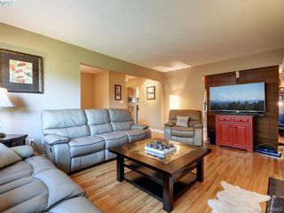 Photo 4: 1 2022 Melville Dr in SIDNEY: Si Sidney North-East Half Duplex for sale (Sidney)  : MLS®# 826982