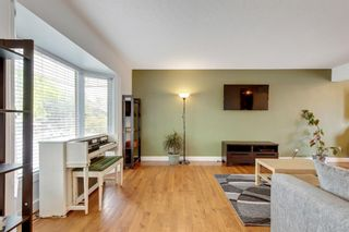 Photo 3: 79 Warwick Drive SW in Calgary: Westgate Detached for sale : MLS®# A1131480