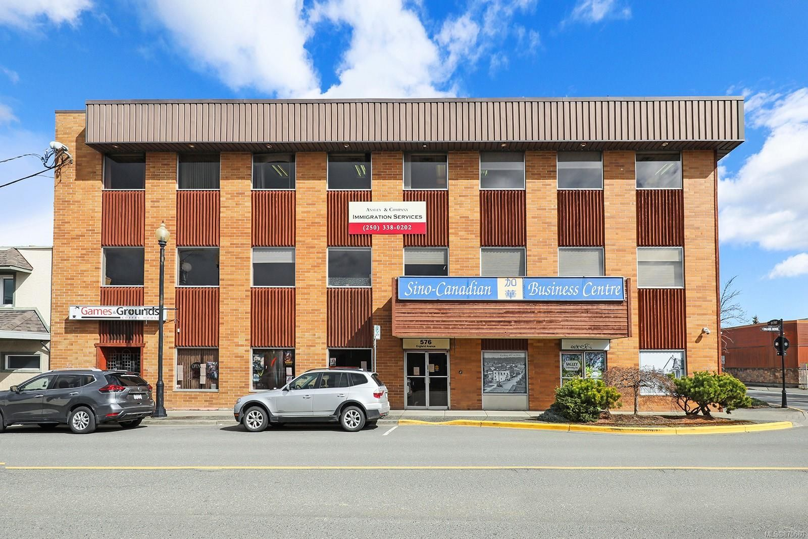 Main Photo: 576 England Ave in : CV Courtenay City Retail for sale (Comox Valley)  : MLS®# 870680
