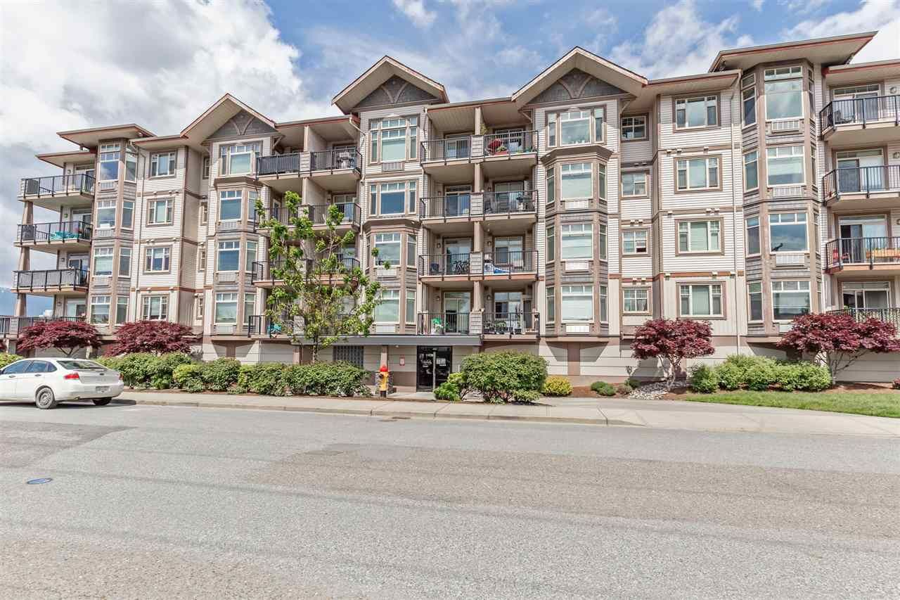 """Main Photo: 201 46021 SECOND Avenue in Chilliwack: Chilliwack E Young-Yale Condo for sale in """"The Charleston"""" : MLS®# R2578367"""