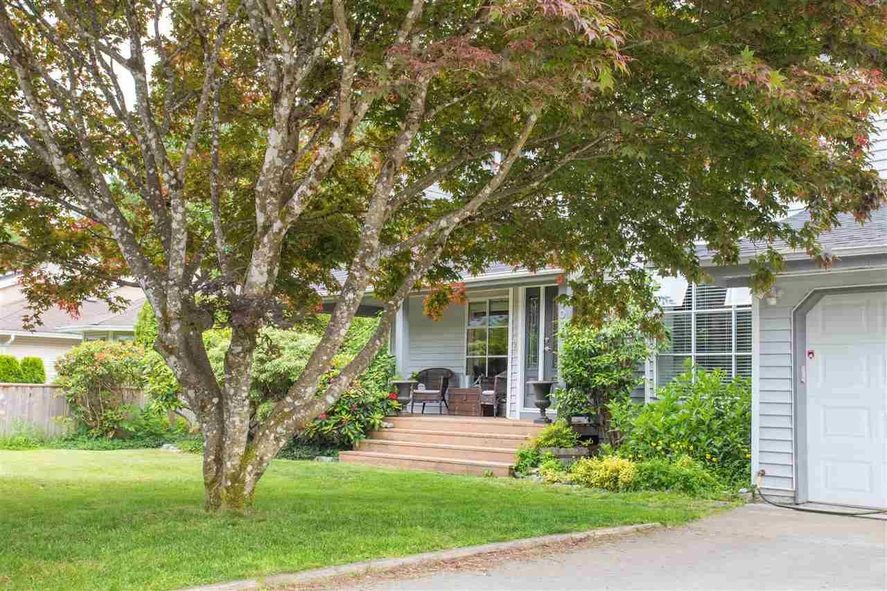 """Main Photo: 1006 PITLOCHRY Way in Squamish: Garibaldi Highlands House for sale in """"Garibaldi Highlands"""" : MLS®# R2075578"""