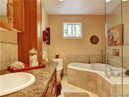 Photo 14: Photos: 770 Claremont Avenue in VICTORIA: SE Cordova Bay Residential for sale (Saanich East)  : MLS®# 318618