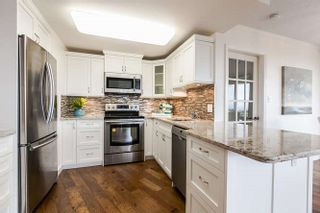 """Photo 2: 404 15111 RUSSELL Avenue: White Rock Condo for sale in """"PACIFIC TERRACE"""" (South Surrey White Rock)  : MLS®# R2206549"""