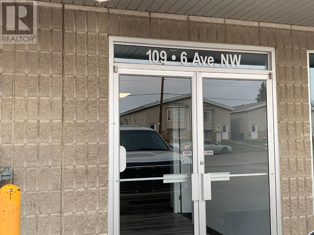 Main Photo: 109 6 Avenue NW in Slave Lake: Office for lease : MLS®# A1152019