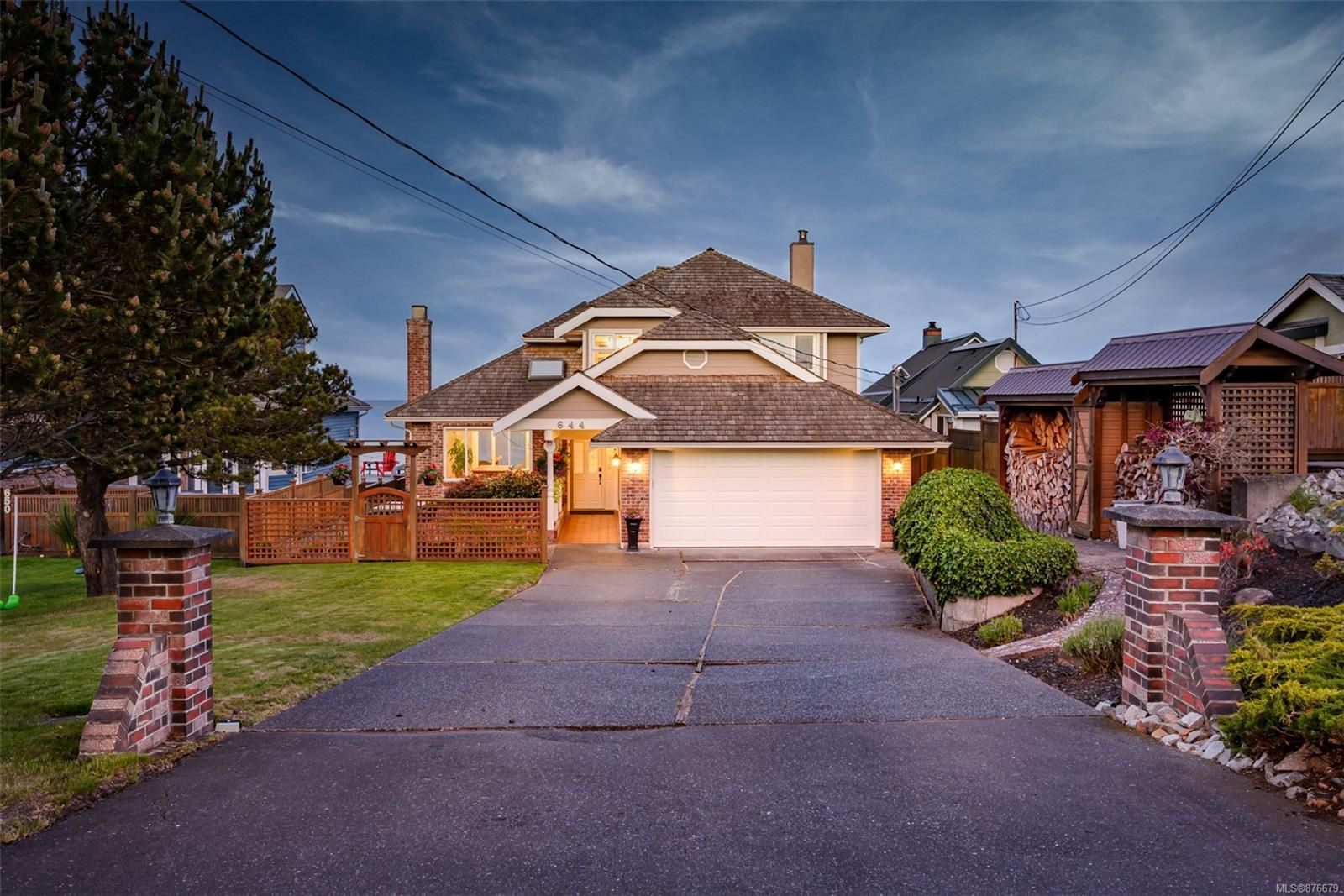 Main Photo: 644 Hutton Rd in : CV Comox (Town of) House for sale (Comox Valley)  : MLS®# 876679