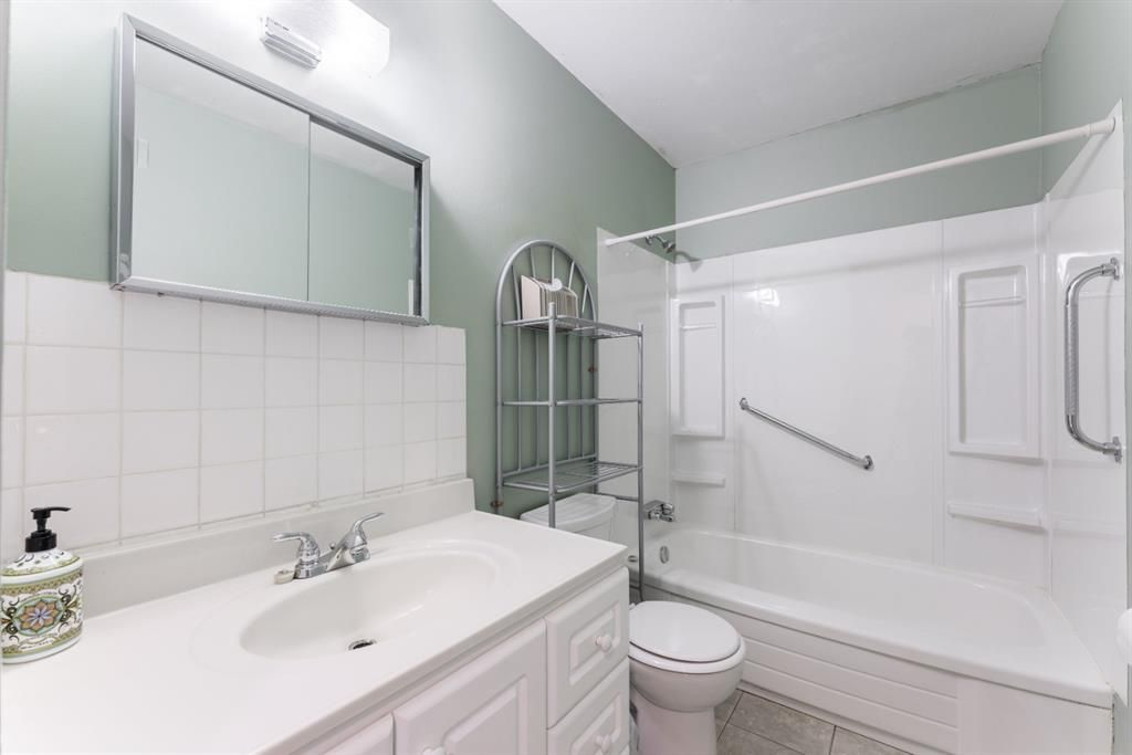 Photo 16: Photos: 534 QUEENSLAND Place SE in Calgary: Queensland Semi Detached for sale : MLS®# A1020359