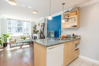 """Photo 5: 607 1155 SEYMOUR Street in Vancouver: Downtown VW Condo for sale in """"The Brava"""" (Vancouver West)  : MLS®# R2581521"""