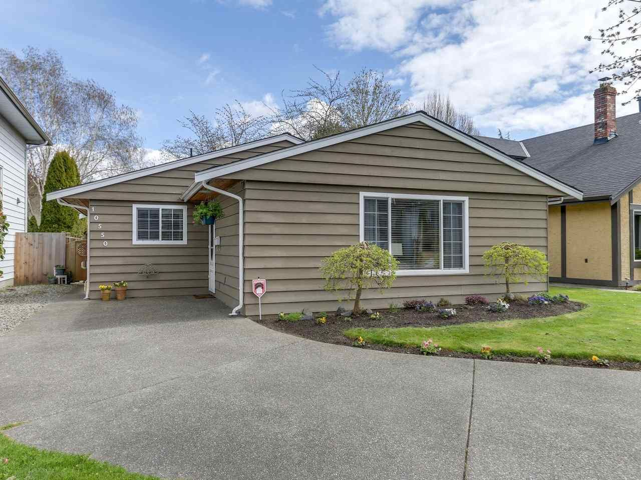 """Main Photo: 10550 HOLLYMOUNT Drive in Richmond: Steveston North House for sale in """"HOLLIES"""" : MLS®# R2366603"""