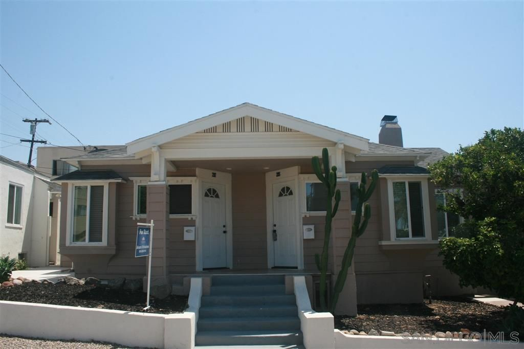 Main Photo: UNIVERSITY HEIGHTS Twin-home for rent : 1 bedrooms : 2117 Howard Ave in San Diego