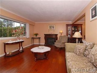 Photo 2: 481 Webb Pl in VICTORIA: Co Wishart South House for sale (Colwood)  : MLS®# 592217