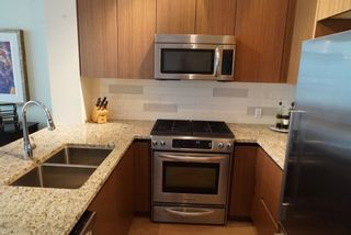 Photo 3: 502 135 W 2ND Street in North Vancouver: Lower Lonsdale Condo for sale : MLS®# R2180749
