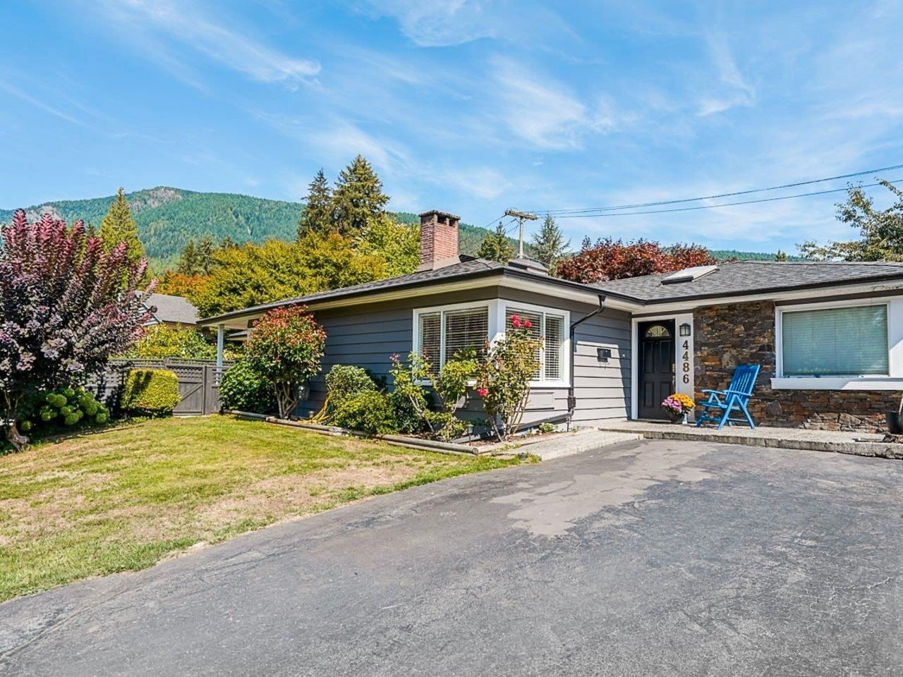 """Main Photo: 4486 HIGHLAND Boulevard in North Vancouver: Forest Hills NV House for sale in """"Forest Hills"""" : MLS®# R2616307"""