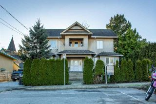 Photo 1: 613 ROBSON Avenue in New Westminster: Uptown NW Triplex for sale : MLS®# R2534313