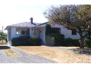 Photo 1:  in VICTORIA: OB Henderson House for sale (Oak Bay)  : MLS®# 409896