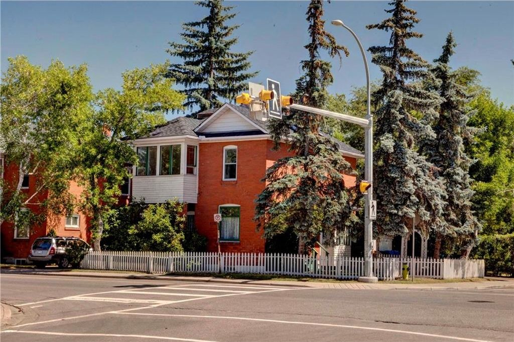 Main Photo: 2122 5 Street SW in Calgary: Cliff Bungalow House for sale : MLS®# C4127291