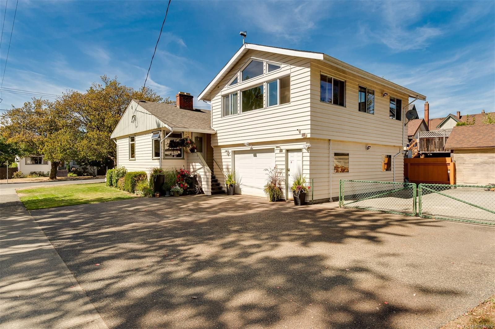 Main Photo: 1907 Stanley Ave in : Vi Fernwood House for sale (Victoria)  : MLS®# 886072