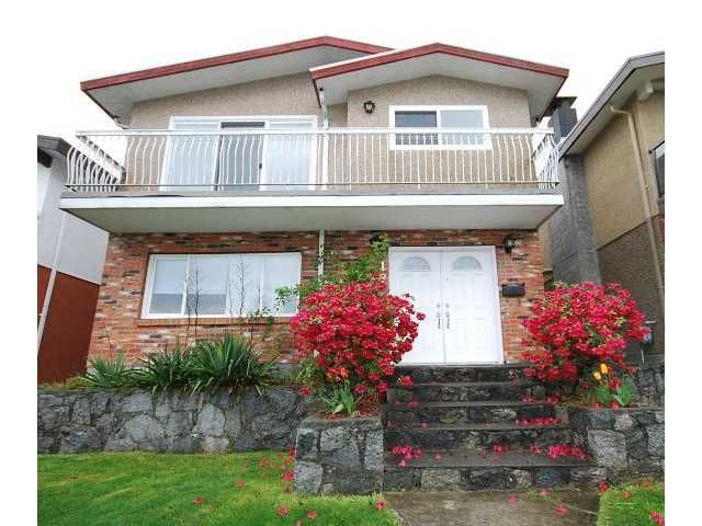 Main Photo: 17 N HOLDOM Avenue in Burnaby: Capitol Hill BN House for sale (Burnaby North)  : MLS®# V945712