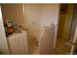 Photo 6: 36 1393 Craigflower Rd in VICTORIA: VR Glentana Manufactured Home for sale (View Royal)  : MLS®# 752982