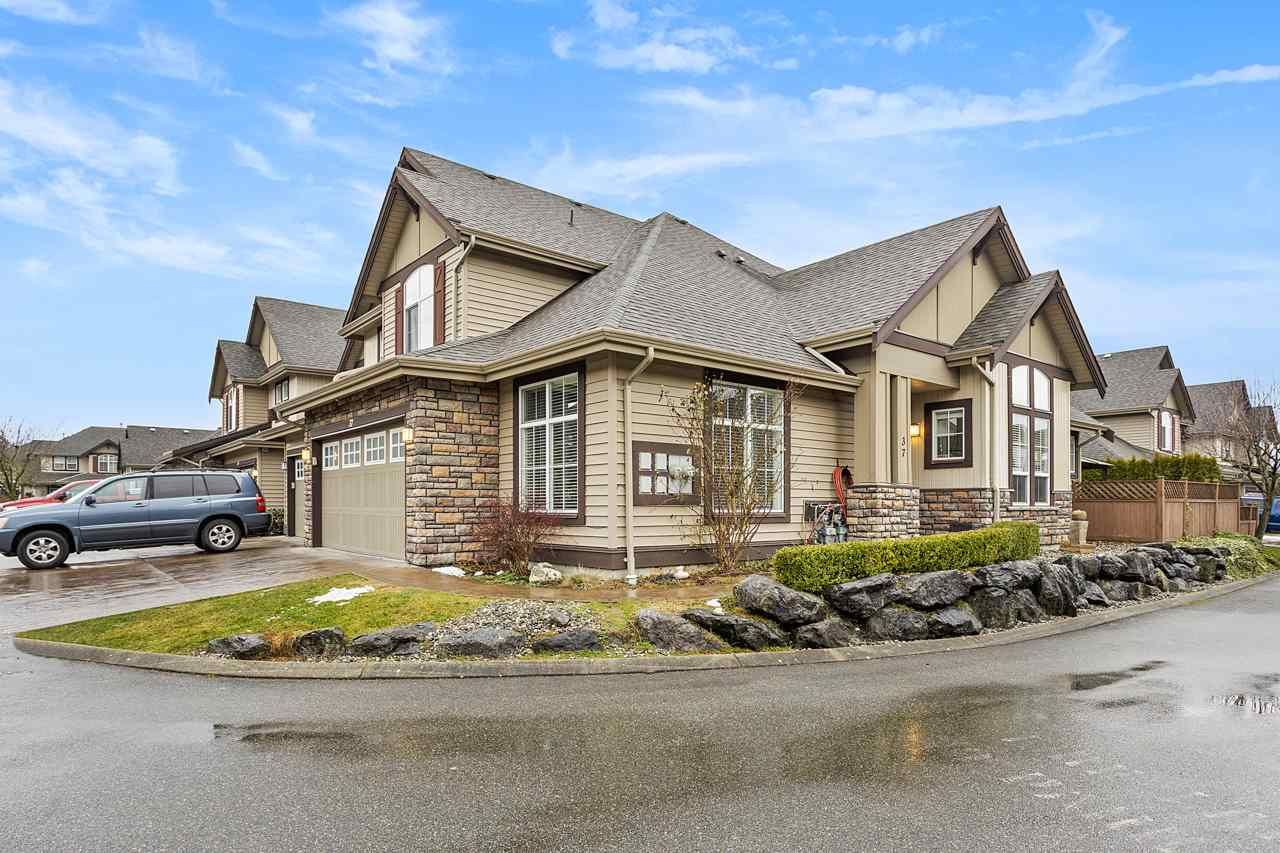 """Main Photo: 37 6577 SOUTHDOWNE Place in Chilliwack: Sardis East Vedder Rd Townhouse for sale in """"HARVEST SQUARE"""" (Sardis)  : MLS®# R2540077"""