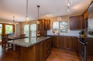 """Photo 10: 43585 FROGS Hollow in Cultus Lake: Lindell Beach House for sale in """"THE COTTAGES AT CULTUS LAKE"""" : MLS®# R2372412"""