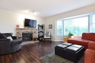 """Photo 2: 6179 192ND Street in Surrey: Cloverdale BC House for sale in """"Bakerview, Cloverdale"""" (Cloverdale)  : MLS®# R2225882"""