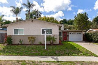 Photo 2: CLAIREMONT House for sale : 3 bedrooms : 4897 Chateau Dr in San Diego