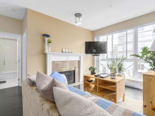 """Photo 2: PH10 511 W 7TH Avenue in Vancouver: Fairview VW Condo for sale in """"BEVERLY GARDENS"""" (Vancouver West)  : MLS®# R2156639"""