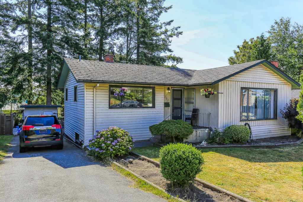 Main Photo: 1232 PARKER Street: White Rock House for sale (South Surrey White Rock)  : MLS®# R2384020