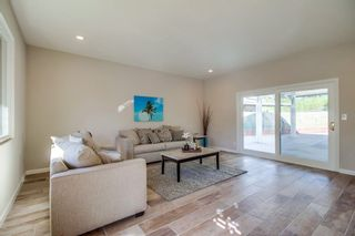 Photo 3: SAN DIEGO House for sale : 3 bedrooms : 8170 Whelan Dr