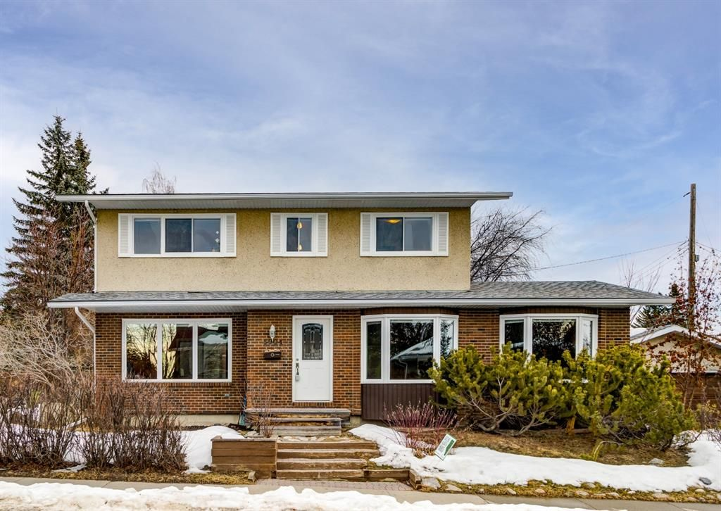 Excellent curb appeal in this rare 2 storey house.