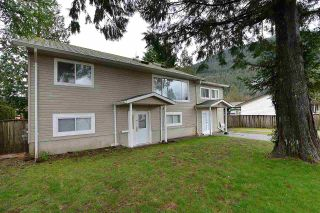 Photo 2: 480 PINE Avenue: Harrison Hot Springs House for sale : MLS®# R2093271