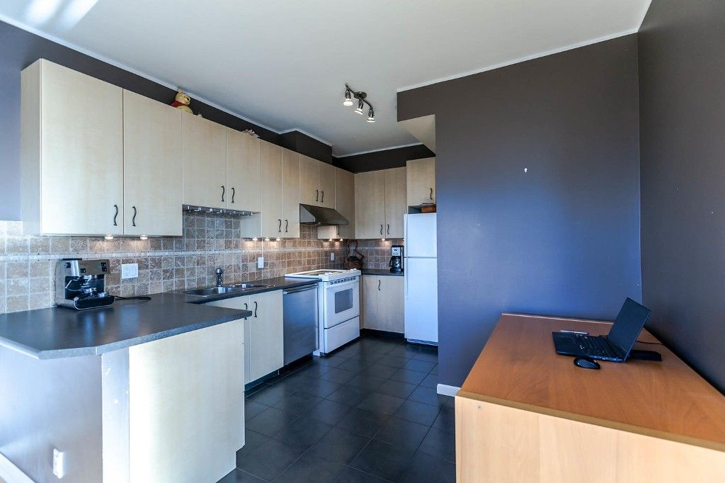 """Photo 12: Photos: 1903 7368 SANDBORNE Avenue in Burnaby: South Slope Condo for sale in """"MAYFAIR PLACE I"""" (Burnaby South)  : MLS®# R2140930"""