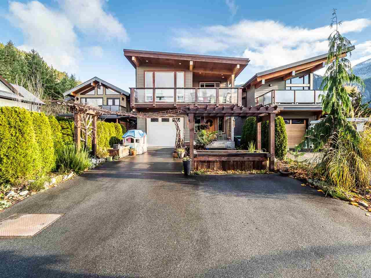"""Main Photo: 1006 PENNYLANE Place in Squamish: Hospital Hill House for sale in """"Hospital Hill"""" : MLS®# R2520358"""
