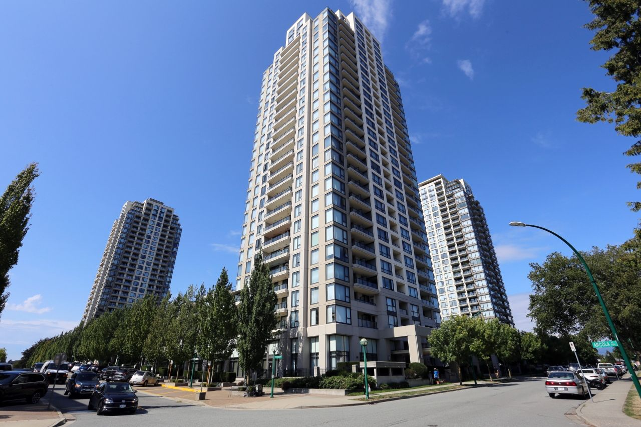 """Main Photo: 1407 7063 HALL Avenue in Burnaby: Highgate Condo for sale in """"Emerson"""" (Burnaby South)  : MLS®# R2401734"""