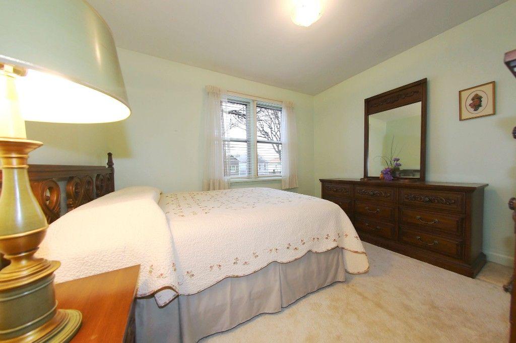 Photo 12: Photos: 899 Clifton Street in Winnipeg: West End Single Family Detached for sale (West Winnipeg)  : MLS®# 1529435
