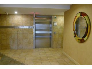 Photo 3: 303 790 KINGSMERE Crescent SW in CALGARY: Kingsland Condo for sale (Calgary)  : MLS®# C3627331
