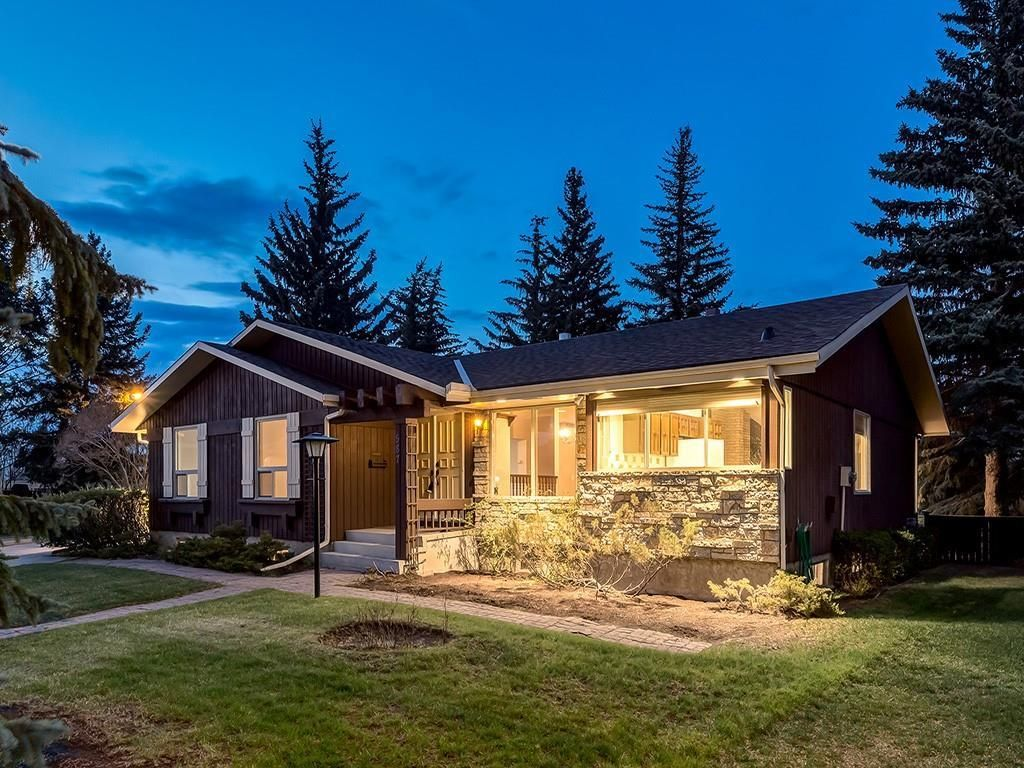 Main Photo: 587 WOODPARK Crescent SW in Calgary: Woodlands Detached for sale : MLS®# C4243103