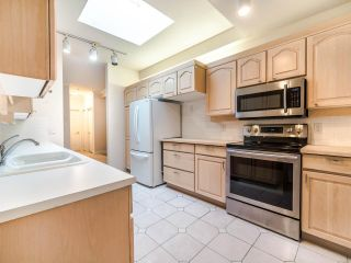 """Photo 6: 305 3766 W 7TH Avenue in Vancouver: Point Grey Condo for sale in """"THE CUMBERLAND"""" (Vancouver West)  : MLS®# R2583728"""