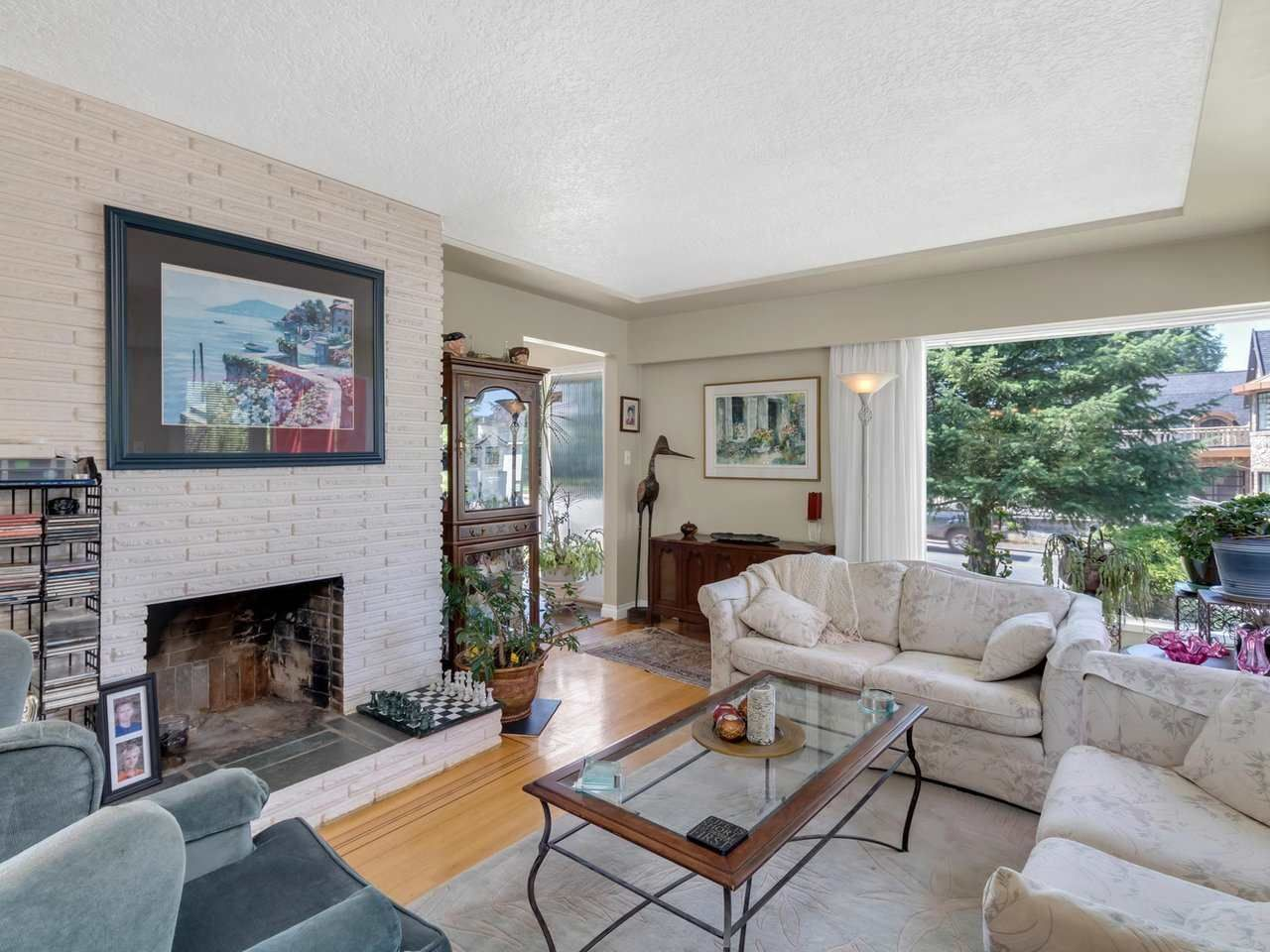 Photo 2: Photos: 943 GATENSBURY Street in Coquitlam: Harbour Chines House for sale : MLS®# R2499202