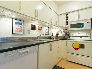 """Photo 8: # 6 877 W 7TH AV in Vancouver: Fairview VW Townhouse for sale in """"EMERALD COURT"""" (Vancouver West)  : MLS®# V1028020"""